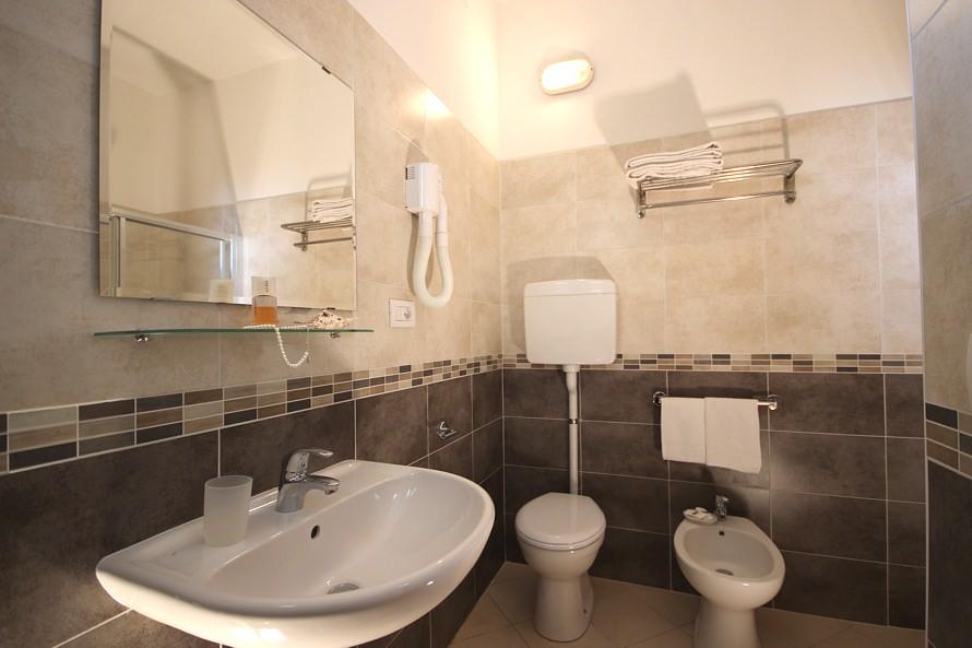 lavabo con sanitari